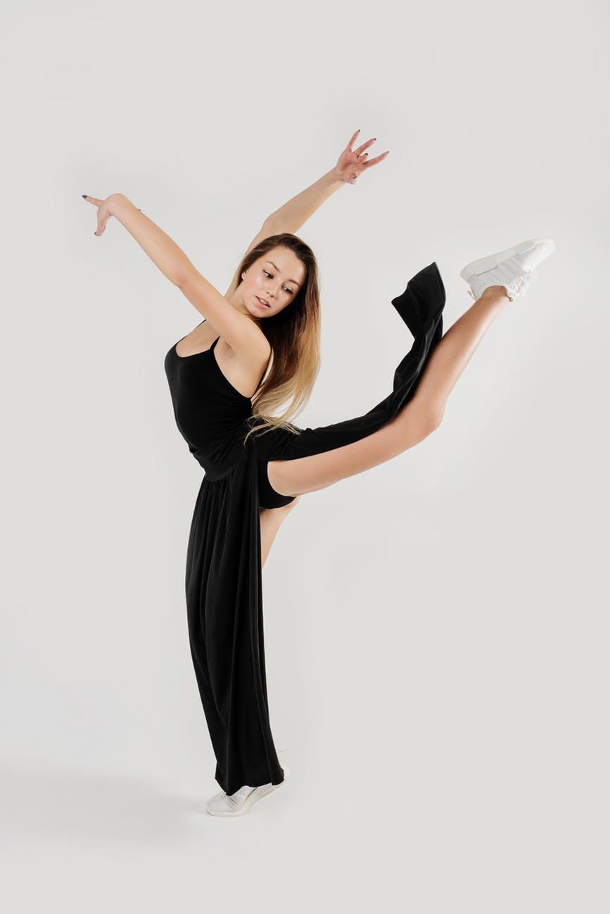 woman doing ballet dance